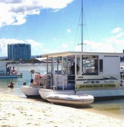 gold-coast-best-bbq-boat (9)