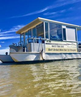 gold-coast-best-bbq-boat-1